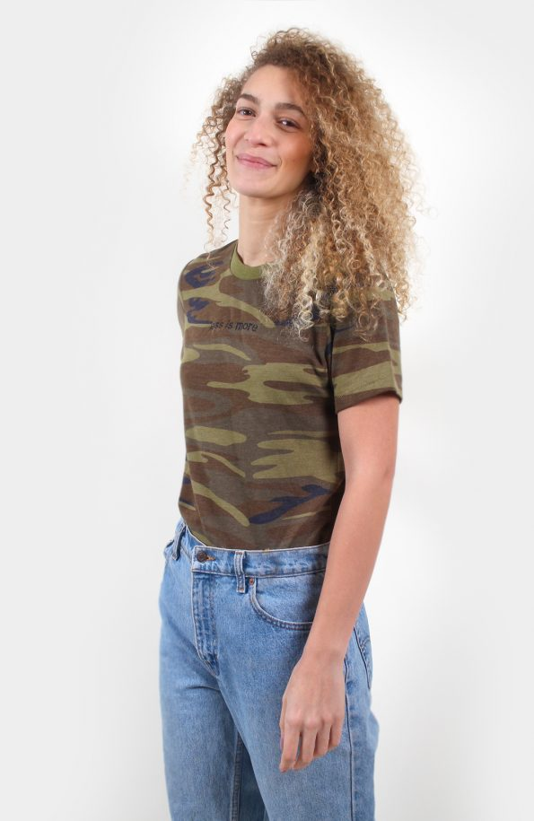 SET Less is more Tshirt – Camo