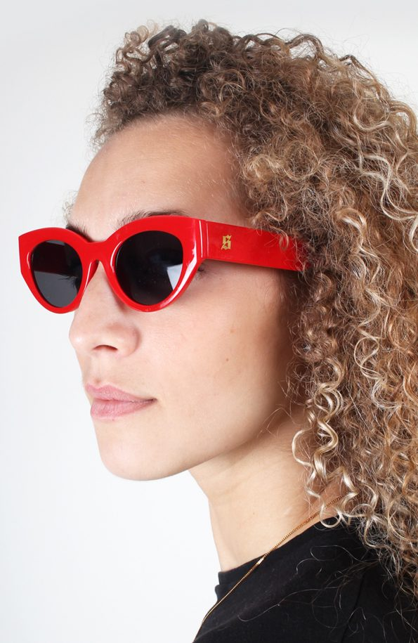 set sunglasses red