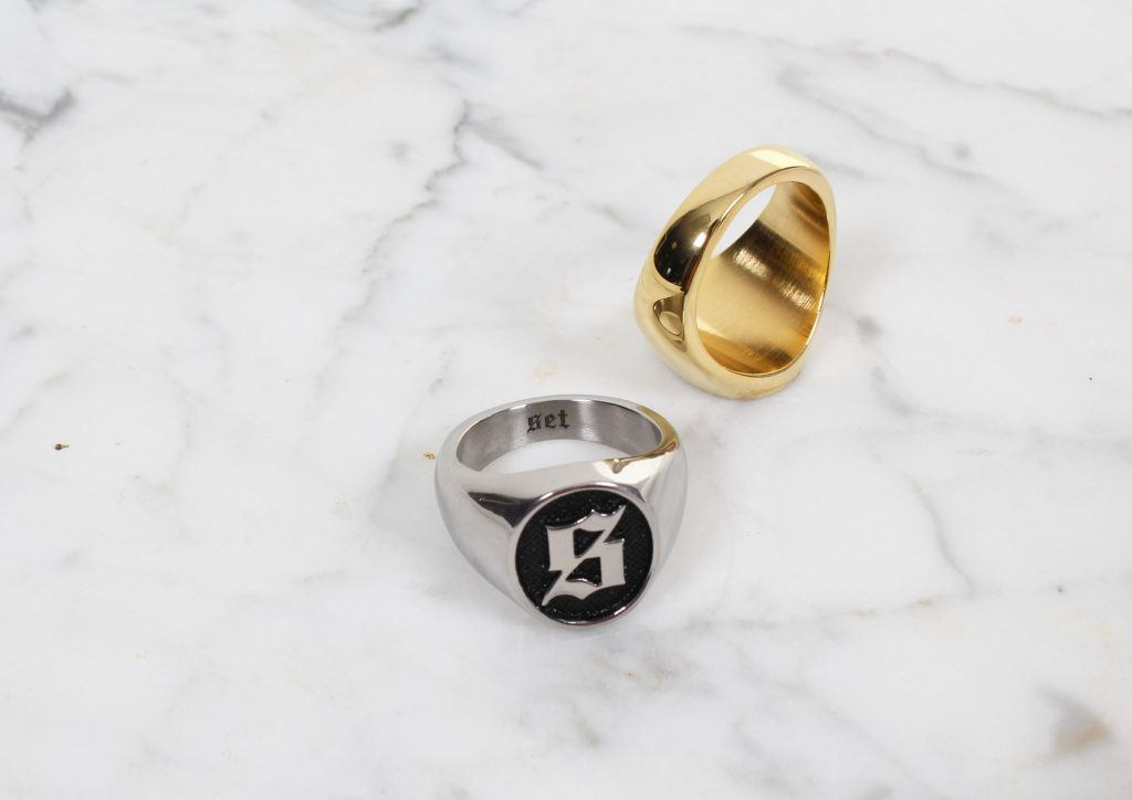 set store s logo signet ring